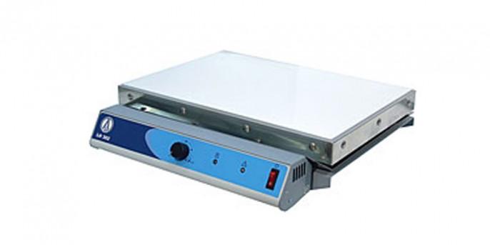 Плита нагревательная LOIP LH-302: поверхность стеклокерамическая, до 375°С, размеры рабочей поверхности 420х280 мм