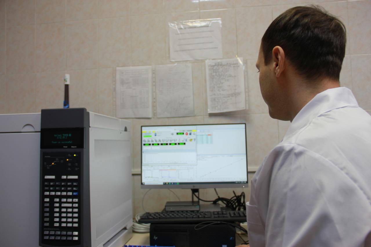 Хроматограф в медицинской лаборатории